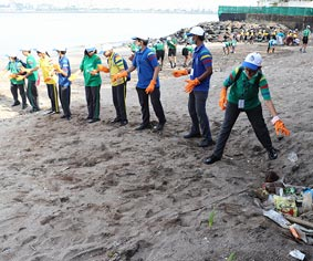 Cleanliness Event by Club Enerji in Mahim Beach